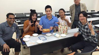 韓国人の参加者が韓国料理のトッポッキを作って来てくれました